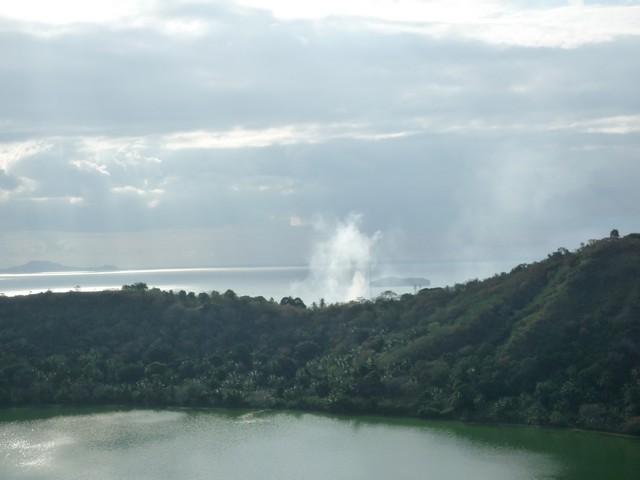 Ceci est la photo du lac dziani à mayotte sur petite terre