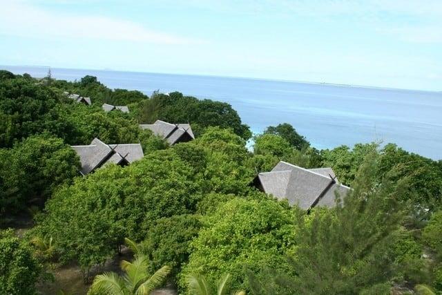 hôtel et forêt de Pulau Mataking