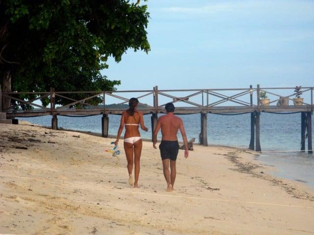 touristes et plage, Île Pom Pom, Malaisie
