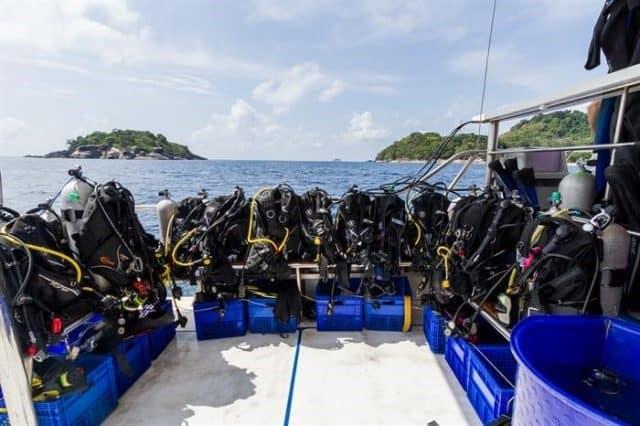 bateau croisiere plongee sous marine similans thailande